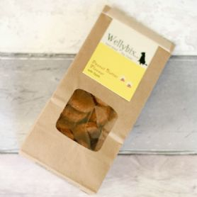 These Hand Baked Natural Vegan Dog Treats - Peanut Butter And Spelt Flour Dog 110g are great tasting and are completely free of any artificial flavours, colours, and enhancers. - Natural and wholesome goodness - Human grade quality ingredients only - Made with gluten free rolled oats - Sugar and salt free - Slowly baked, sustaining their nutritional goodness and flavours - Perfect for sensitive tummy's - Hand baked in small batches daily, so you get fresh treats every time - Veterinary laboratory approved Analytical Constituents: Protein 13%, Fat 30% per 100g Composition: Spelt Flour, Gluten Free Porridge Oats, Peanut Butter, Water