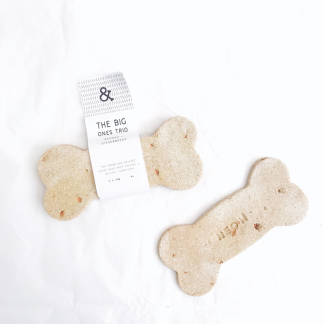 Why have one biscuit when you can have three? These Organic Banana & Gingerbread Dog Biscuit Bone Trio are the perfectreward for your pooch. Made with a special blend of gluten and wheat free flours and crafted with the freshest human grade ingredients, these are sure to make a lasting impression. - Hard and crunchy texture - Minimal temperatures used to maintain nutritional content and flavour - Sustainably sourced ingredients - Environmentally friendly packaging Ingredients:Organic coconut flour, organic buckwheat flour, banana, organiccarrots, organicflaxseed, organiccoconut oil, organicturmeric, organicmolasses, organicginger Analytical constituents:Moisture 16.4%, Protein 12.6%, Fat & Oils 10%, Ash 3.1%, Crude Fibre 2.9% Size and weight: 12.5cm and 3 x 30g Shelf life: 12 months. Feed as part of a balanced diet depending on the size and activity of the dog. Feed from 3 months onwards. Always consult a veterinarian prior to introducing any new foods into your dogs diet.